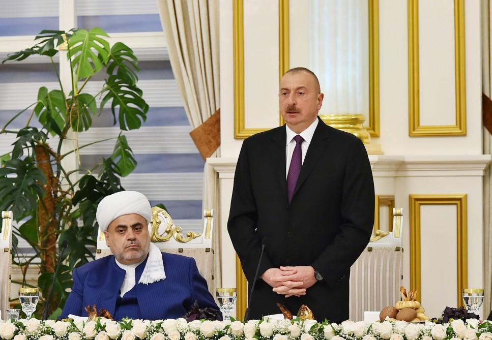 Ильхам Алиев принял участие в церемонии ифтара