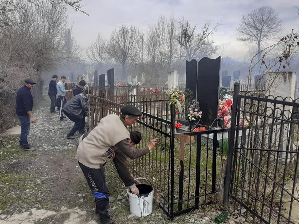 Субботник по уборке могил  в кладбищенском участке Годжабейли п. Нидж.