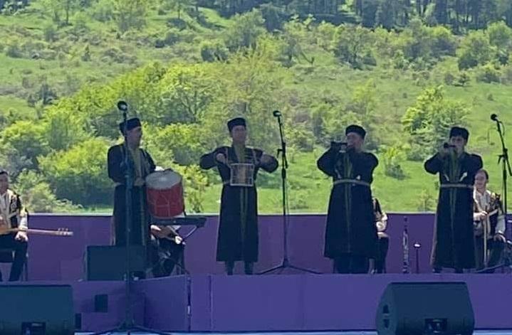 Udi folklor ansamblı, ŞUŞA'da  «Xarıbülbül» musiqi festivalda.