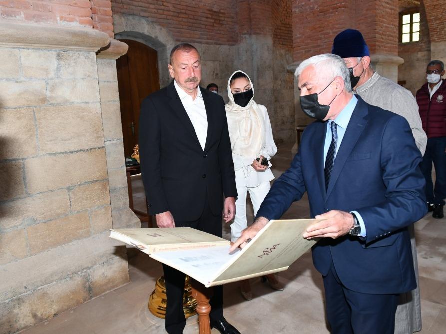 Президент Ильхам Алиев и Первая леди Мехрибан Алиева посетили Албанскую церковь Святой Девы Марии